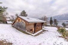 Chalet in Doussard - Lac d'Annecy, Chalet 50m du lac avec jardin privé