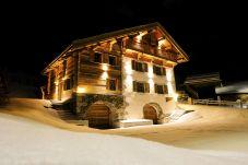 Chalet in La Clusaz - CLZ - Luxueux chalet accès pistes et jacuzzi - 9p