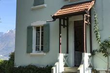 House in Sévrier - VILLA JEANNOT PIEDS DANS L'EAU mini 2 nuits